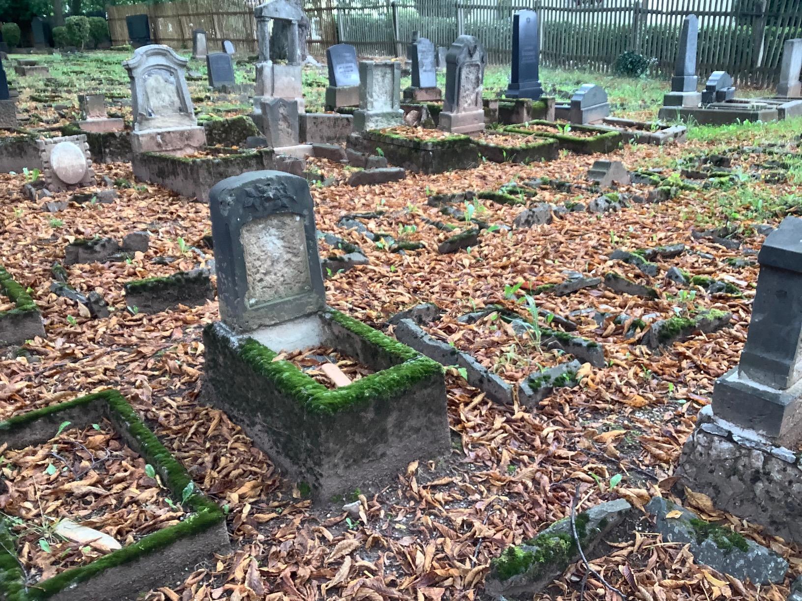 Grüne Mandatsträger des Erzgebirgskreises beteiligen sich an Spendenaktion zur Restaurierung jüdischer Grabmale in Chemnitz  – Wachsendem Antisemitismus muss entschieden entgegen getreten werden