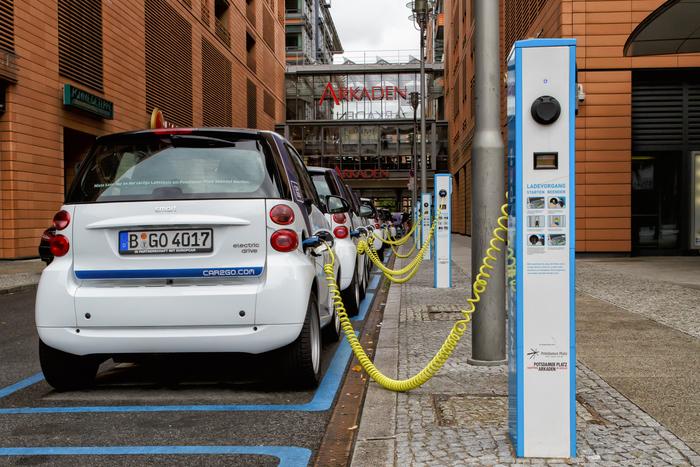 Kreis zieht positive Zwischenbilanz bei der Nutzung des VW e-Golf – GRÜNE für Mitarbeiterladestationen und lokale Ökostromversorgung